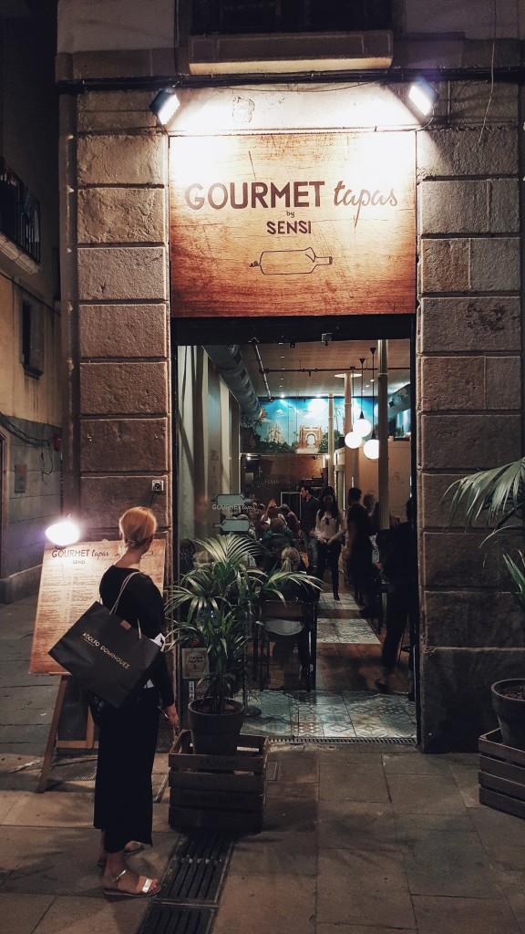 """Restauracja """"Sensi Gourmet Tapas"""" w Barcelonie."""