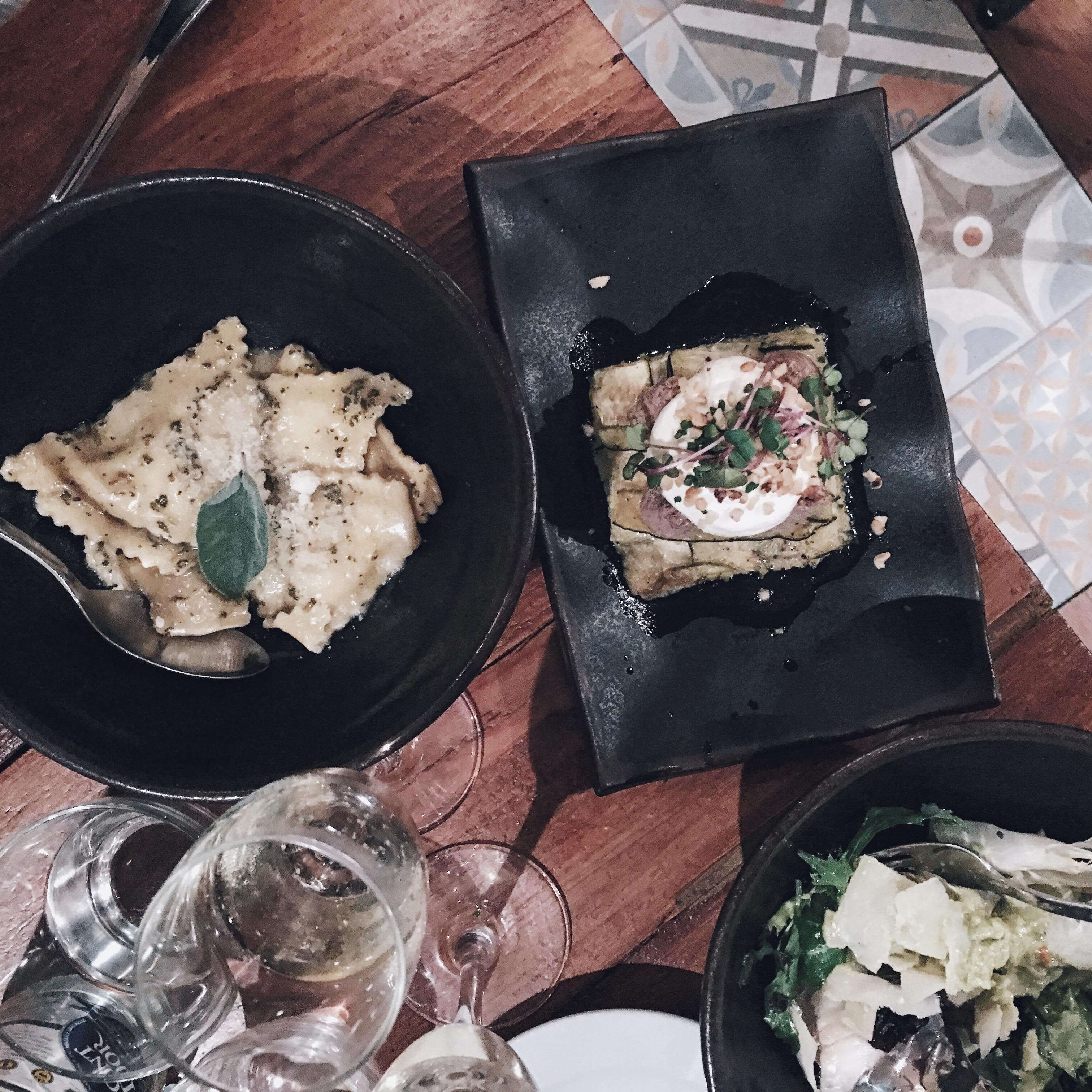 "Tapas w ""Sensi Gourmet Tapas""."