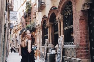 """Wejście do restauracji """"Els 4 Gats""""."""