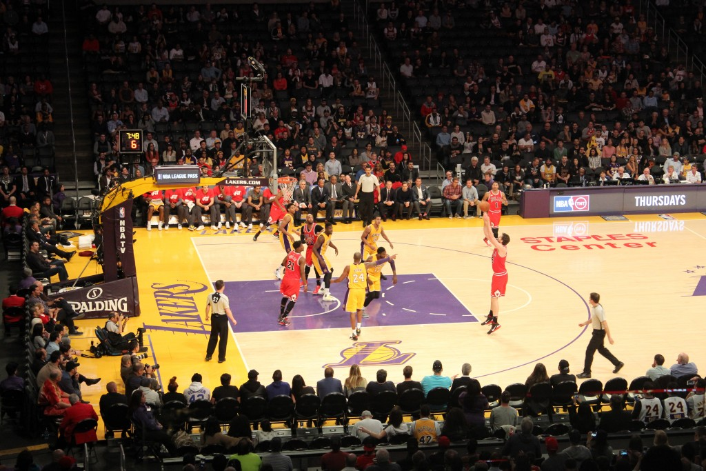 Mecz LA Lakers w Staples Center.