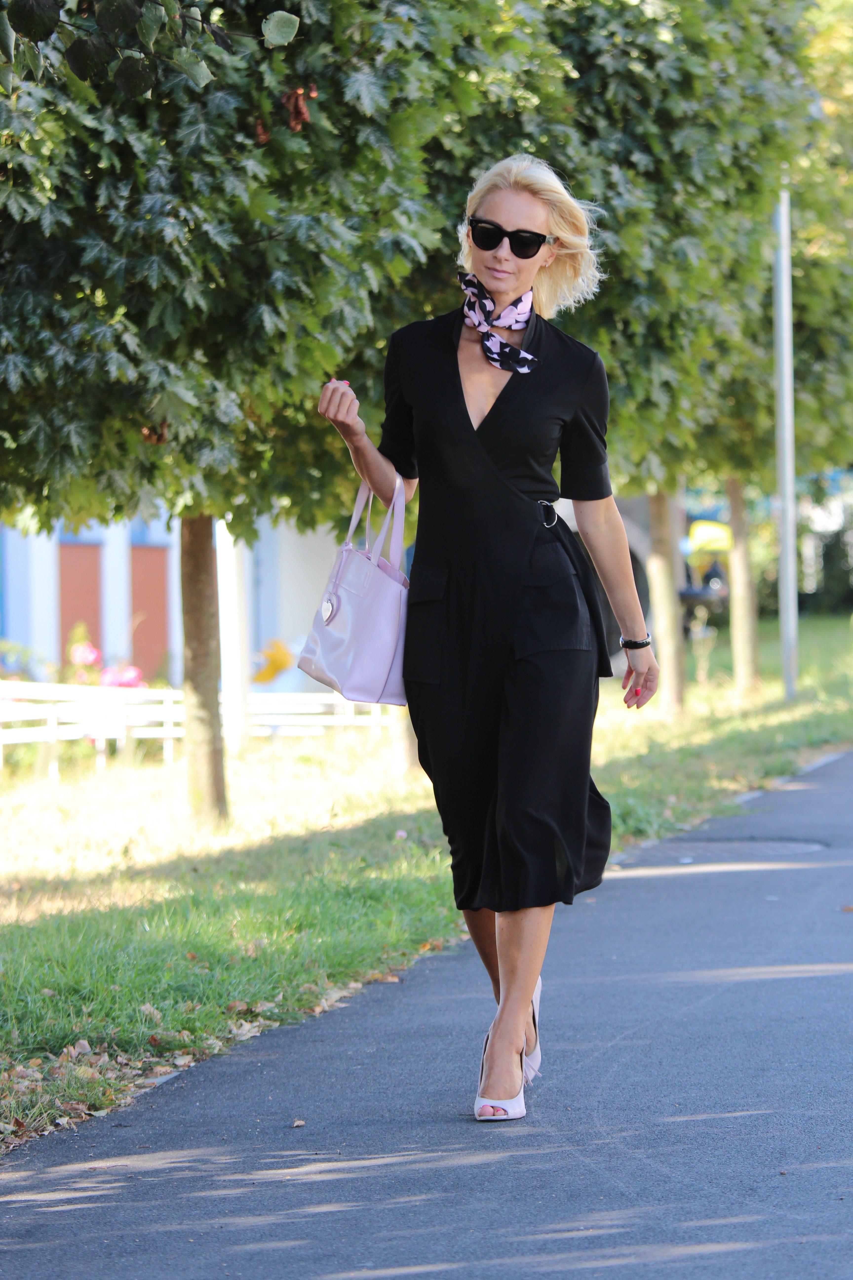 Czarna sukienka szmizjerka Adolfo Dominguez