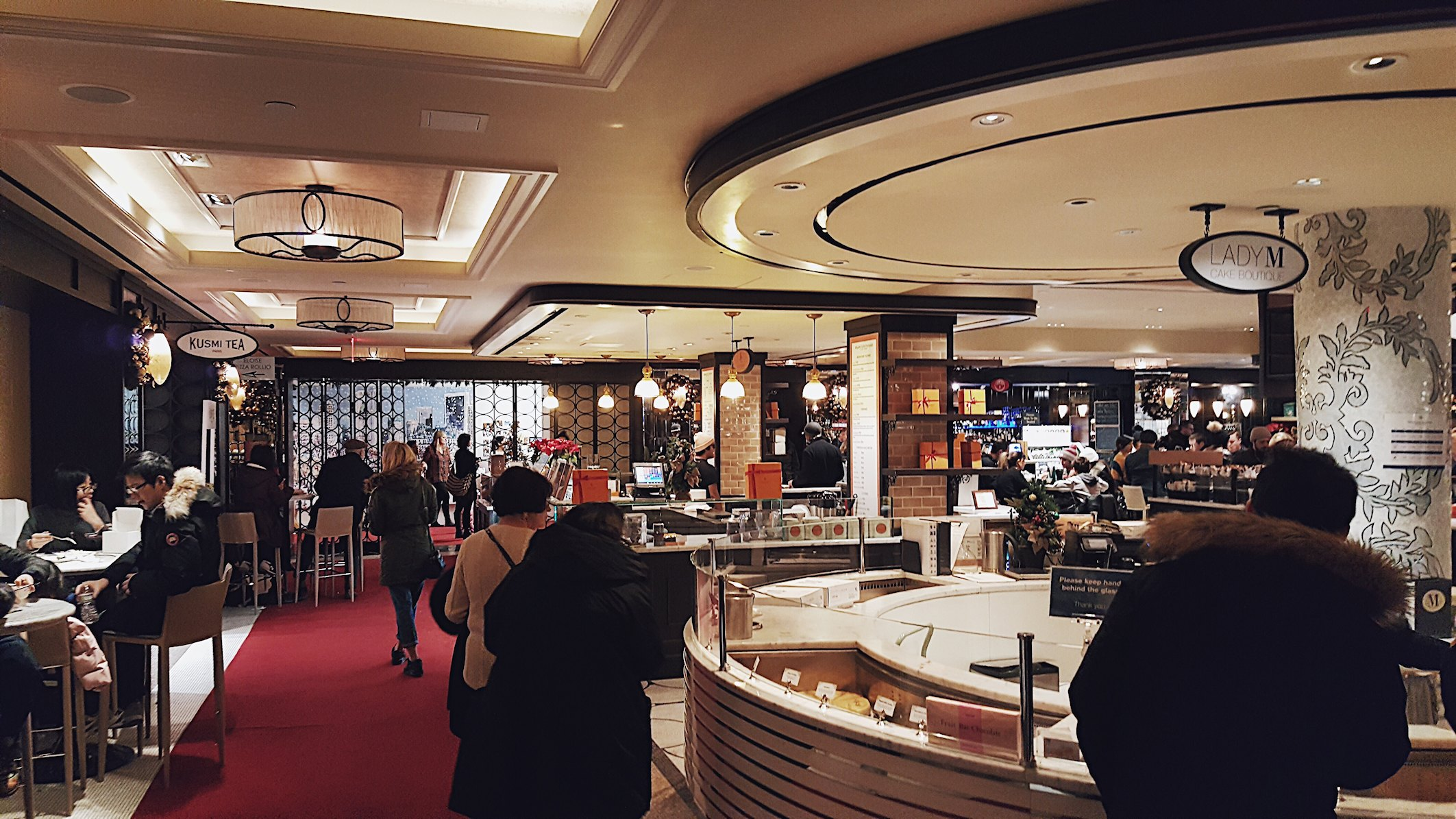 USA, Nowy Jork, food hall Plaza Hotel