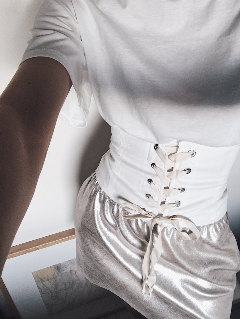 Ootd- bluzka z gorsetem i złota spódnia