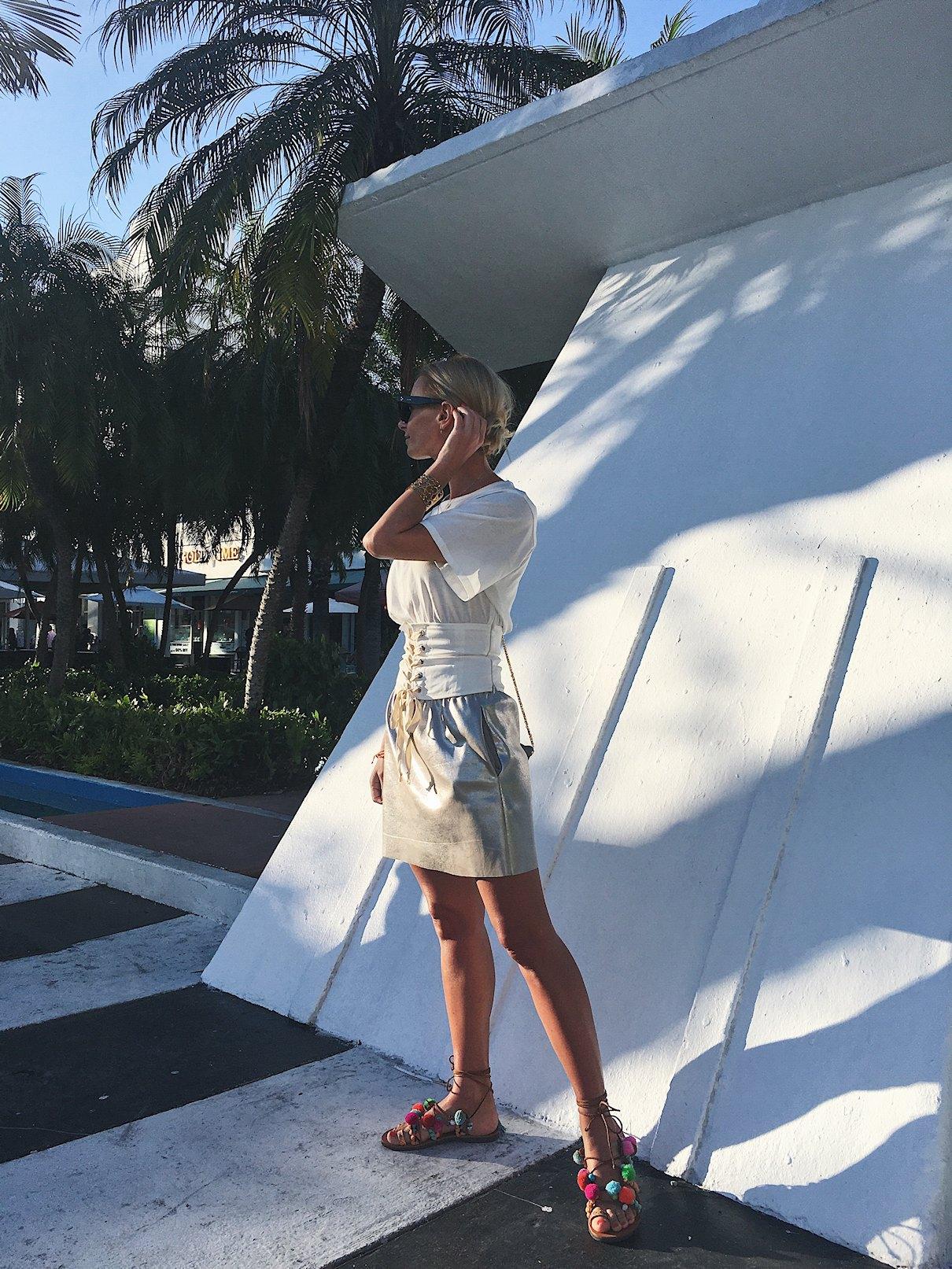 USA, Miami, South Beach, bluzka z gorsetem w letniej stylizacji