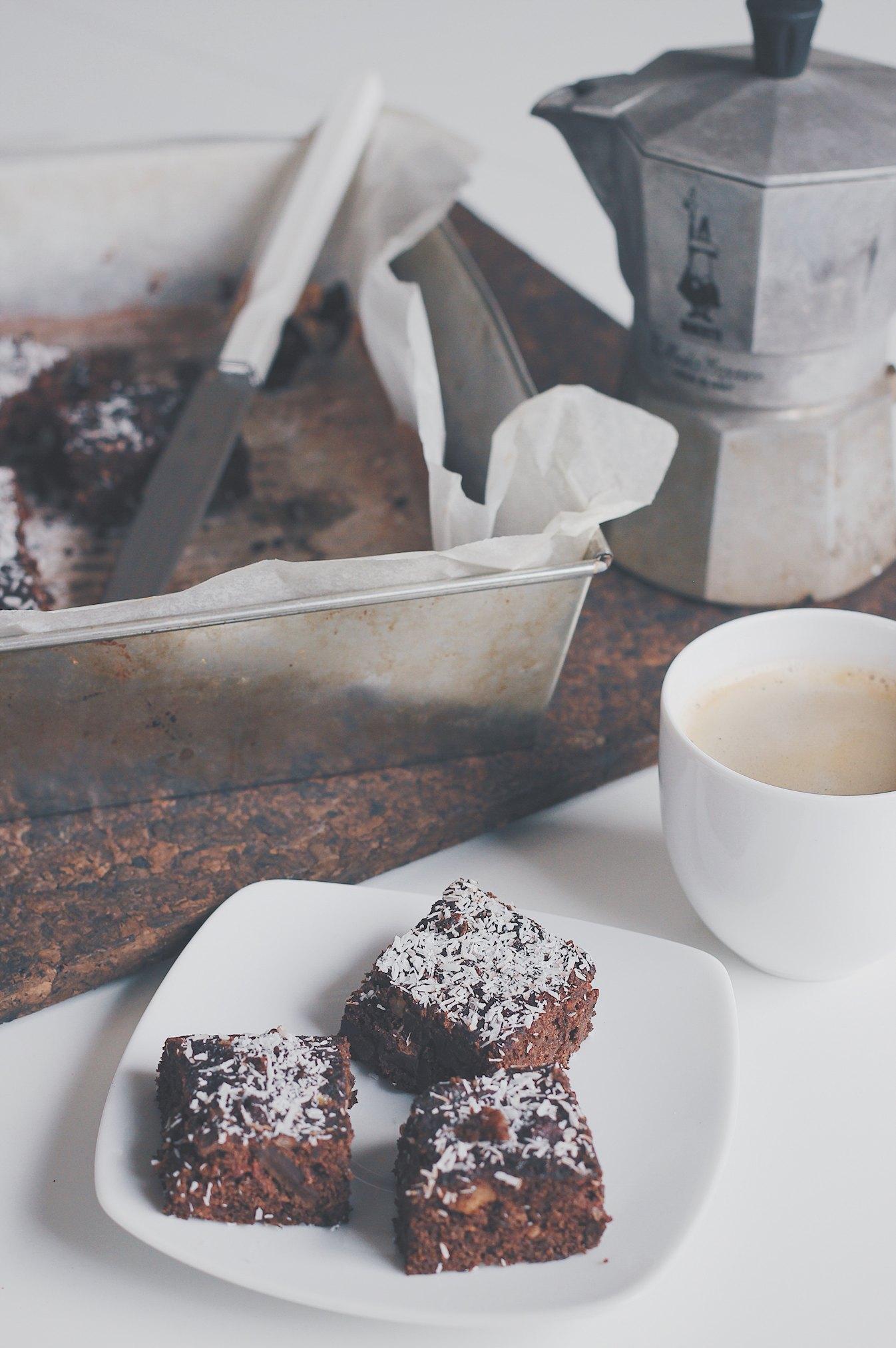 Fit brownie z burakow, zdrowe ciasto czekoladowe