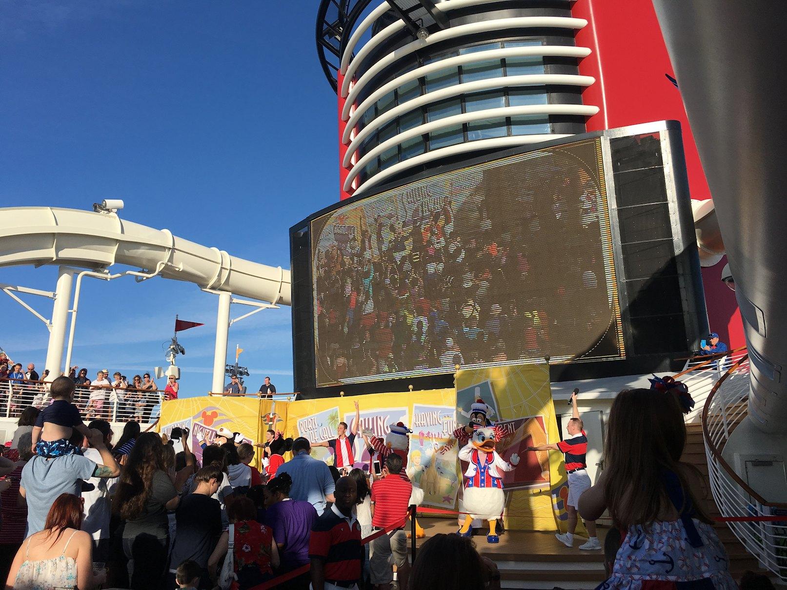 Impreza powitalna na statku Disney Dream